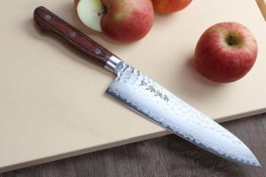 Yoshihiro VG10 16 Layer Hammered Damascus Gyuto Japanese Chefs Knife (8.25'' (210mm))